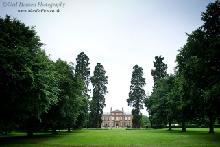 Neil Hanson provides contemporary wedding photography for Kingston Bagpuize House